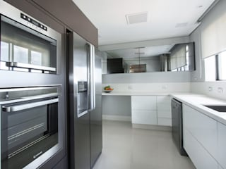 projeto  FT  Cozinhas minimalistas por Camila Bruzamolin - arquitetura Minimalista