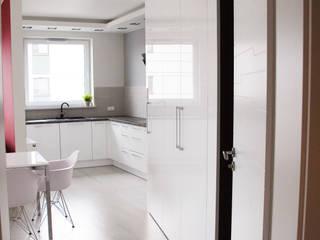Livings de estilo moderno de YNOX Architektura Wnętrz Moderno