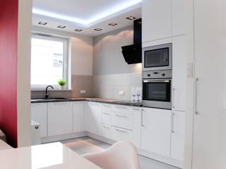 Nhà bếp phong cách hiện đại bởi YNOX Architektura Wnętrz Hiện đại