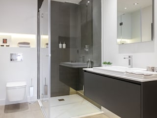 Baños de estilo minimalista de SILVIA REGUERA INTERIORISMO Minimalista