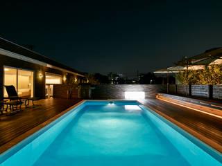 庭_プール: Mアーキテクツ|高級邸宅 豪邸 注文住宅 別荘建築 LUXURY HOUSES | M-architectsが手掛けた庭です。