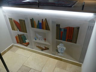Trompe l'oeil - fausse bibliothèque: Couloir et hall d'entrée de style  par Passion Déco