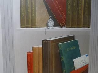 Détail fausse bibliothèque peinte: Couloir et hall d'entrée de style  par Passion Déco