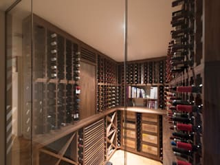 Wine Cellar in American black walnut designed and made by Tim Wood Klasyczna piwnica win od Tim Wood Limited Klasyczny