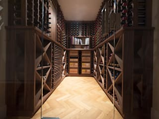 Wine Cellar in American black walnut designed and made by Tim Wood Cave à vin scandinave par Tim Wood Limited Scandinave