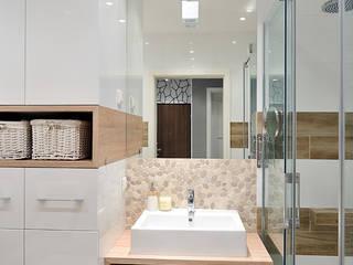 mieszkanie z Bolkiem i Lolkiem: styl , w kategorii Łazienka zaprojektowany przez Projekt Kolektyw Sp. z o.o.,