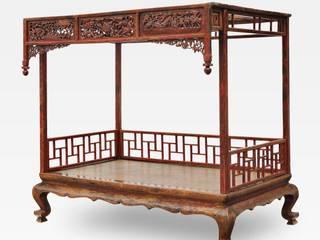 Letto cinese a baldacchino:  in stile  di Anthaus