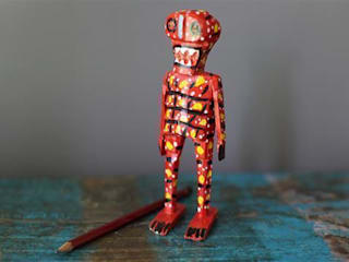 Hand Carved Mexican Wooden Skeletons par Vintage Archive Éclectique