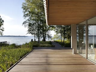 Haus K Seeshaupt Ausgefallener Balkon, Veranda & Terrasse von architekt stephan maria lang Ausgefallen