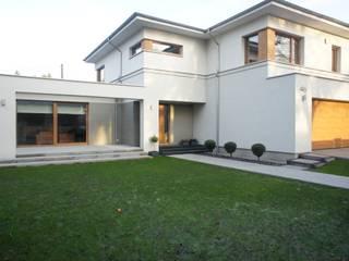dom po przebudowie: styl nowoczesne, w kategorii Domy zaprojektowany przez Sasiak - Sobusiak Pracownia Projektowa
