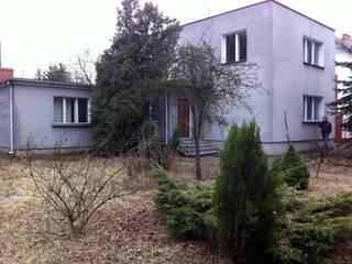 dom przed przebudową: styl , w kategorii  zaprojektowany przez Sasiak - Sobusiak Pracownia Projektowa