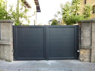 Puertas automaticas de aluminio soldado Puertas y ventanas de estilo moderno de Puertas Lorenzo, s.a Moderno