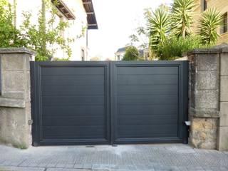 Moderne ramen & deuren van Puertas Lorenzo, s.a Modern