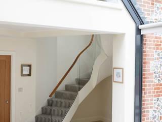 16th Century Barn Conversion - Staircase, Bridge, Bat Gallery Bisca Staircases Ingresso, Corridoio & Scale in stile classico