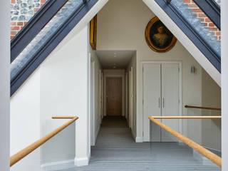 16th Century Barn Conversion - Staircase, Bridge, Bat Gallery Bisca Staircases Balcones y terrazas de estilo clásico
