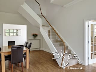 Coastal Staircase Renovation 4109 Bisca Staircases Pasillos, vestíbulos y escaleras de estilo moderno