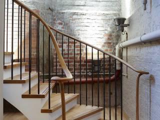 Piccadilly Lofts Staircase, York Bisca Staircases Pasillos, vestíbulos y escaleras de estilo industrial