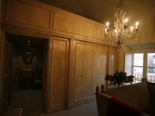 Ruang Keluarga Klasik Oleh Botteghe d´interni Klasik