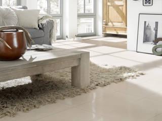 Wohnräume: skandinavische Wohnzimmer von Fliesenmax GmbH & Co.KG