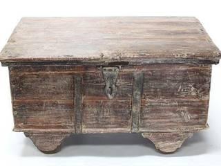 Vintage Wooden Trunk Vintage Archive 客廳邊桌與托盤