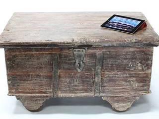 Vintage Wooden Trunk Vintage Archive 客廳凳子與椅子