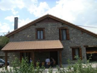 Fiscal Huesca: Casas de estilo  de MODULAR HOME