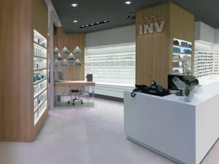INV Occhiali INVista - Nuovo Moradei Spazi commerciali moderni di Un-real Studio Associato Moderno