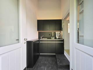 Mensch + Raum Interior Design & Möbel CocinaAlmacenamiento y despensa