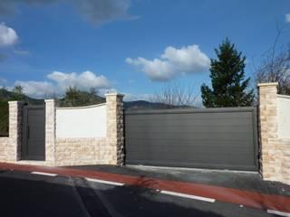 Puertas y ventanas de estilo moderno de Puertas Lorenzo, s.a Moderno