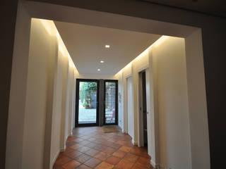 Appartamento privato in complesso residenziale - Colle Romano (RM) Ingresso, Corridoio & Scale in stile moderno di Improver Studio Moderno
