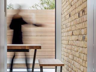 sliding glass Minimalistische Esszimmer von TAS Architects Minimalistisch