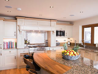 Kitchen by Raycross Interiors, Classic
