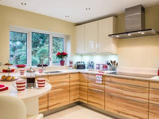 Modern German Kitchen - Kitchen Design Surrey من Raycross Interiors حداثي