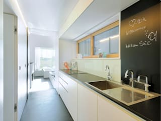 Cucina in stile in stile Moderno di Hofgut Hafnerleiten