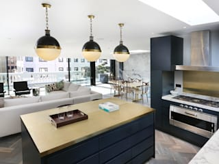 Luxury London penthouse Modern style kitchen by Alex Maguire Photography Modern