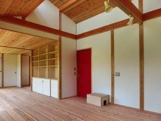 Phòng khách phong cách chiết trung bởi 氏原求建築設計工房 Chiết trung