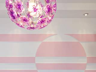 Purple flower Nowoczesny pokój dziecięcy od Cobo Design Nowoczesny