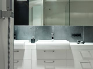 Modern style bathrooms by Contractors Modern
