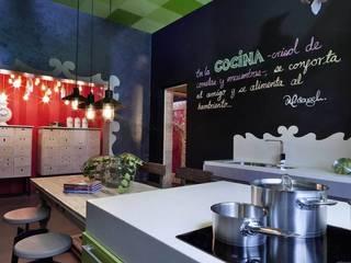 Cocina y pantry en Design House en DWM: Cocinas de estilo ecléctico por MARIANGEL COGHLAN
