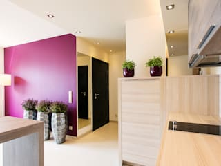 Projekt wnętrz apartamentu z kompleksowym wykonawstwem i wyposażeniem pod klucz Nowoczesne ściany i podłogi od Anna Buczny PROJEKTOWANIE WNĘTRZ Nowoczesny