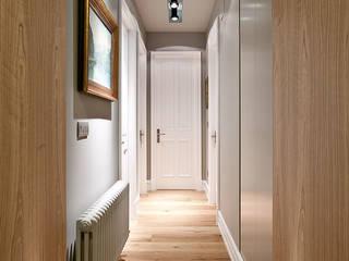 Ingresso & Corridoio in stile  di URBANA 15