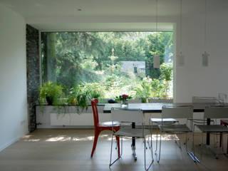 モダンデザインの ダイニング の lauth : van holst architekten モダン