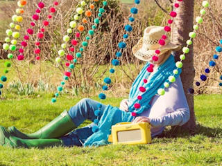 Pom Pom Garlands in the Garden Jardins ecléticos por PomPom Galore Eclético