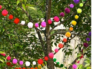 Pom Pom Garlands in the Garden โดย PomPom Galore ผสมผสาน