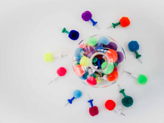 Pom Poms On Accessories par PomPom Galore Éclectique