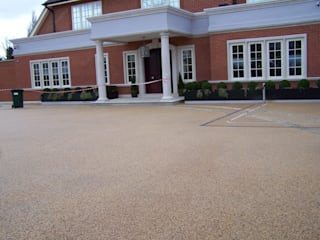 Domestic Driveways installation of resin bound paving Permeable Paving Solutions UK Pareti & Pavimenti in stile moderno