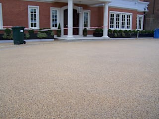 Domestic Driveways installation of resin bound paving Permeable Paving Solutions UK Dinding & Lantai Modern