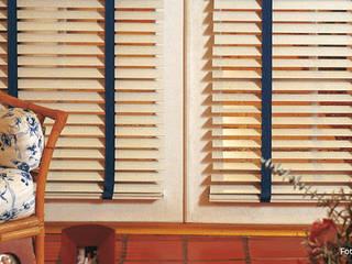 Cortinas horizontales de madera:  de estilo  por Dino Conte