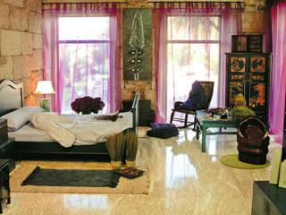 Vivienda unifamiliar con estilo oriental Mow Global Design Dormitorios de estilo asiático