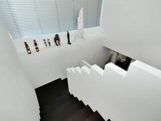 Landhaus Bonstetten:  Flur & Diele von kunz architekten